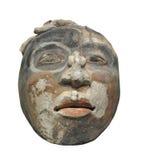 Escultura antigua de la cara de la arcilla aislada Imagen de archivo
