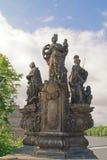 Escultura antigua en Charles Bridge. Praga. St. Barbara, mA imagen de archivo libre de regalías