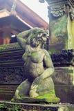 Escultura antigua en la selva del Balinese Fotos de archivo libres de regalías
