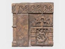 Escultura arqueológica de Mahisasuramardini de la mitología india imagenes de archivo