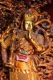 Escultura asiática del templo en oro Imagen de archivo libre de regalías