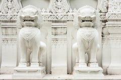 Escultura blanca de los leones Fotos de archivo libres de regalías