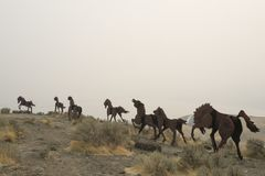 Escultura cerca de ventajoso, Washington, los E.E.U.U. del caballo salvaje Imagen de archivo