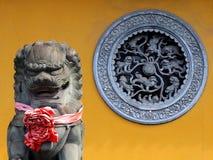 Escultura chinesa do templo - beleza da arquitetura de Ásia Fotos de Stock Royalty Free