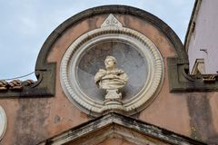 Escultura clásica en el Sant 'Angelo Castle Italy foto de archivo