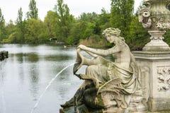 Escultura con la fuente imágenes de archivo libres de regalías