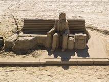 Escultura da areia do viajante na praia Imagem de Stock Royalty Free
