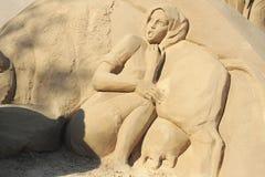 Escultura da areia: menina assustado da vaca Imagem de Stock Royalty Free