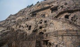 Escultura da Buda na parede da caverna em grutas de Longmen fotos de stock royalty free