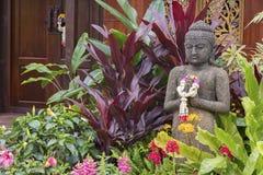 Escultura da Buda no jardim Fotos de Stock