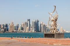 Escultura da caligrafia no Corniche de Doha Foto de Stock