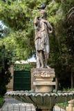 Escultura da fonte de uma mulher decorada Fotos de Stock Royalty Free