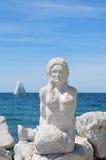 Escultura da rocha de Piran da sereia em Eslovênia Imagens de Stock Royalty Free