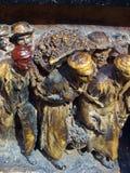 Escultura, Dali Theatre-Museum, Figueras Pequeñas estatuas de bronce de trabajadores Fotografía de archivo libre de regalías