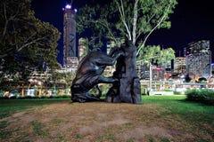 Escultura de bronce de un elefante en la galería de Brisbane del arte moderno foto de archivo