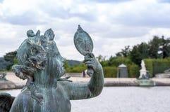 Escultura de bronce en jardín en el palacio de Versalles Foto de archivo libre de regalías