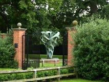 Escultura de bronce en la abadía Nottingham de Rufford cerca del bosque de sherwood Reino Unido Fotografía de archivo libre de regalías