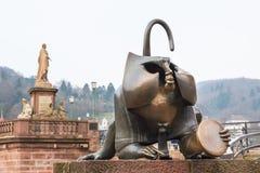 A escultura de bronze do macaco na porta ocidental da ponte velha dentro ele Fotos de Stock Royalty Free