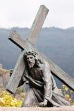 Escultura de Cristo que leva a cruz Fotografia de Stock