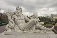 Escultura de dios Zeus y del cupido Imagen de archivo libre de regalías