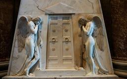 Escultura de dos mujeres Imagen de archivo libre de regalías