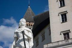 Escultura de Gaston Febus en Pau imagenes de archivo
