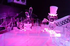Escultura de gelo de Alice no wonderland& x27; s foto de stock