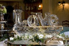 Escultura de gelo do amor imagem de stock