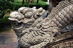 Escultura de guardar o dragão imagens de stock