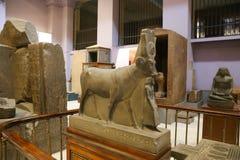 Escultura de Hathor como um museu do egípcio da vaca fotos de stock royalty free