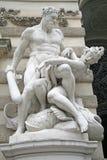 Escultura de Hercules perto do palácio de Hofburg em Viena, Áustria Fotos de Stock Royalty Free