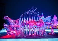 Escultura de hielo del dinosaurio del color Imagen de archivo