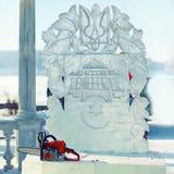 Escultura de hielo del emblema de Ucrania Fotos de archivo
