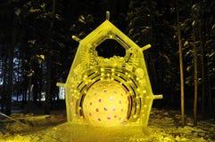 Escultura de hielo del hielo de la célula R Imagenes de archivo