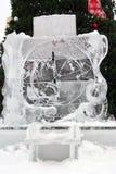 Escultura de hielo del reloj en el parque de Izmailovo Foto de archivo libre de regalías