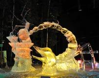 Escultura de hielo protectora de los servicios del niño Fotos de archivo libres de regalías