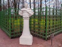 Escultura de Jan Sobieski en el jardín del verano en abril antes de t Fotografía de archivo libre de regalías