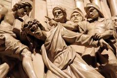 Escultura de Jesus que carreg a cruz Imagem de Stock