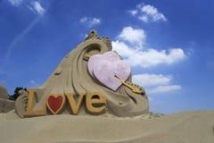 Escultura de la arena del amor Fotografía de archivo libre de regalías