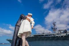 Escultura de la entrega incondicional en el puerto marítimo Foto de archivo libre de regalías