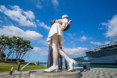 Escultura de la entrega incondicional en el puerto marítimo Imágenes de archivo libres de regalías
