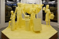 Escultura de la mantequilla del tema de la lechería Imagenes de archivo