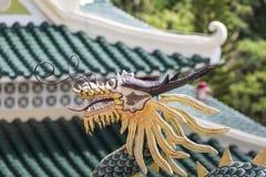 Escultura de la pagoda y del dragón del templo del Taoist en Cebú, Philip Imagenes de archivo