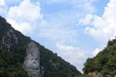 Escultura de la roca de Decebalus Rex Romania fotografía de archivo