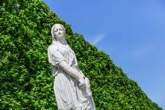 Escultura de la sibila de Cumaean en el palacio de Schonbrunn, Viena fotos de archivo libres de regalías