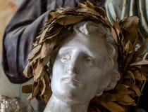 Escultura de las ilustraciones por la cabeza del hombre con la guirnalda del laurel libre illustration