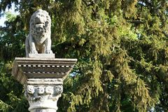 Escultura de Lion´s en parque de la mansión en Rusovce Fotos de archivo libres de regalías