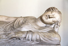 Escultura de mármore de uma mulher, museu de Vatican imagens de stock royalty free