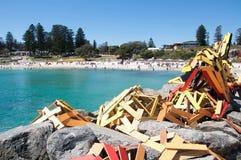 Escultura de madeira no quebra-mar foto de stock royalty free