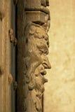 Escultura de madera de la cara del ` s del diablo, vista lateral Imagen de archivo libre de regalías